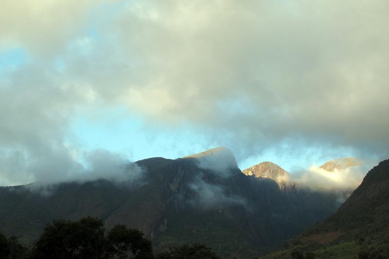 Um dia de sol! Montanhas do Pico da Bandeira