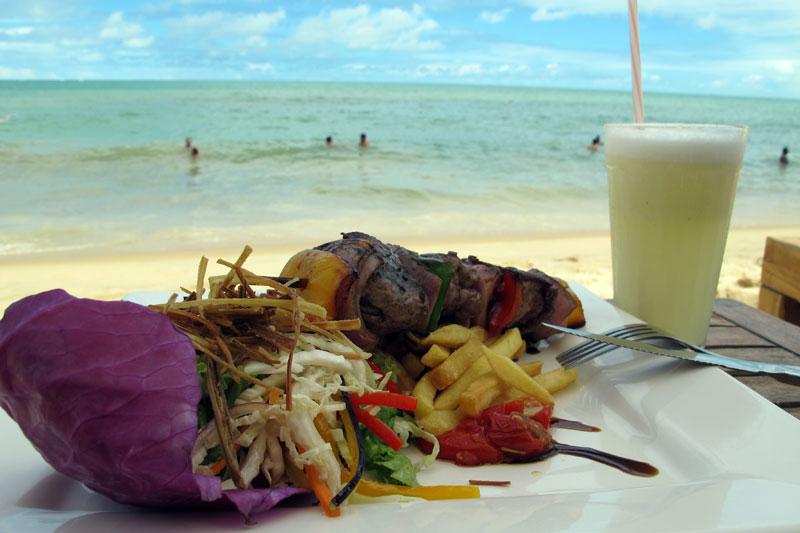 Almoço gourmet na praia de Pitinga