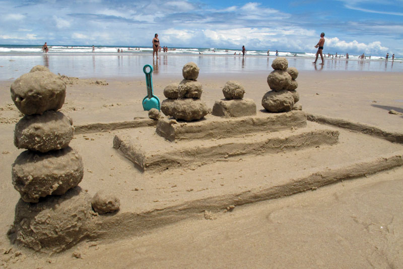 Castelinho de areia moderno em Itacarezinho
