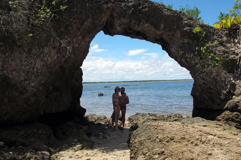 "A ""pedra furada"" que dá nome a Ilha"