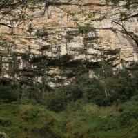 Paredão de pedra na Cachoeira Alta, em Altamira