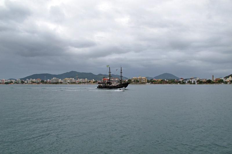 Barco pirata em Canasvieiras, florianópolis