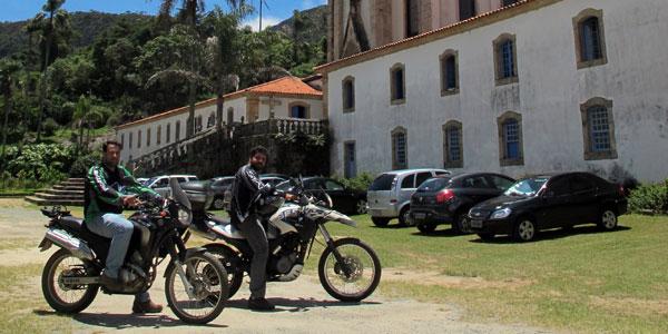 cidades perto de BH: Santuário do caraça de moto