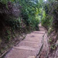 Escadaria até o mirante e Farol
