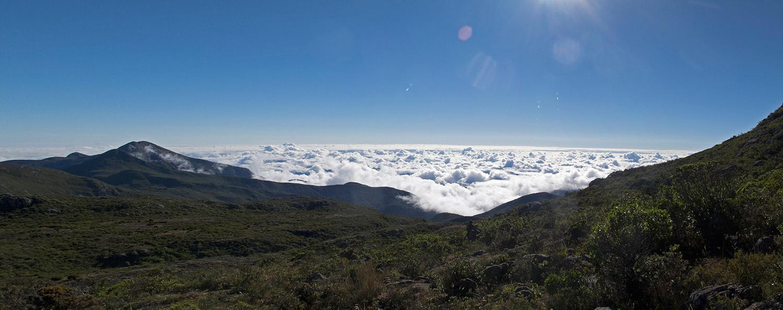 Vista panorâmica do Pico da Bandeira ao nascer do sol