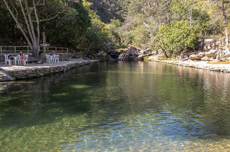 piscina natural na cachoeira véu da noiva, na serra do cipo