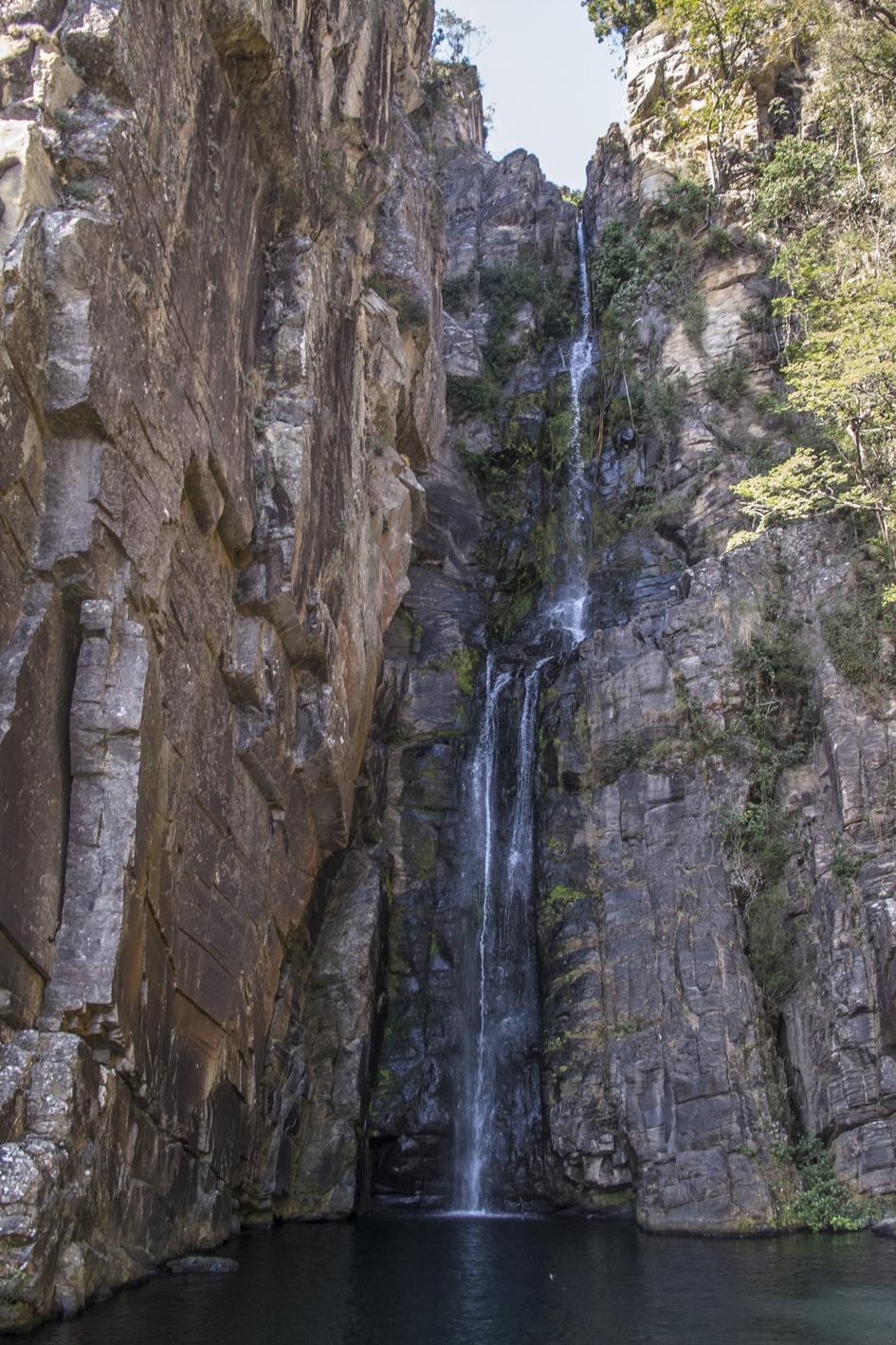 cachoeira veu da noiva na serra do cipó em minas gerais