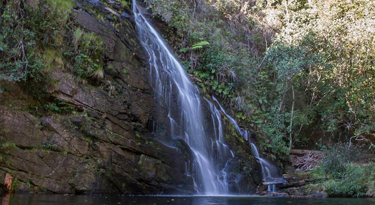 cachoeira da caverna serra do cipo